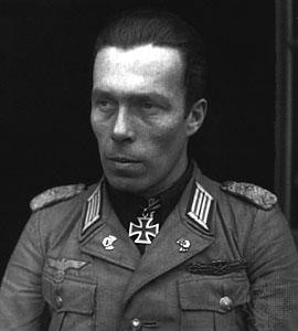 полк. Ханс-Улрих фон Лук унд Витен (1911-1997г. ) - такнов командир, сражавал се в Западна Европа, източния фронт и Африка. Автор на книгата